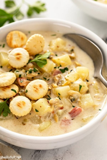 bowl of clam chowder with oyster crackers