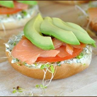 Video: OXO 3-in-1 Avocado Slicer (Garden Mini Bagel with Scallion Cream)