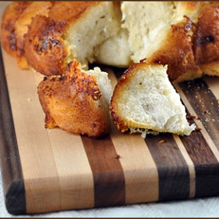 Easy Garlic Parmesan Pull-Apart Bread