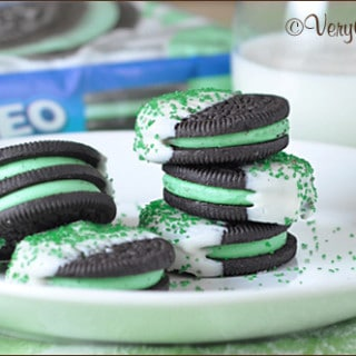 St. Patrick's Day Chocolate Dipped Mint Oreos