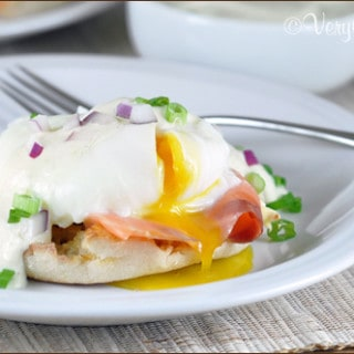 (Easy and Light) Eggs Benedict with Smoked Salmon | Very Culinary