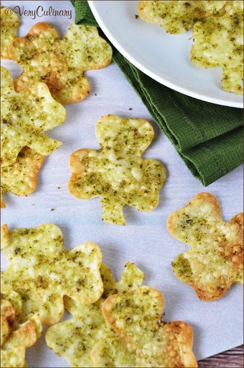 Shamrock Wonton Crackers on www.bellyfull.net