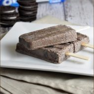 Cookies and Cream Pops #popsicles #oreos #cookiesandcream