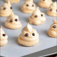 Halloween Ghost Meringues #Halloween #Cookies #Meringues
