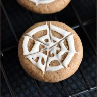 Chocolate Spiderweb Sugar Cookies #Halloween #treats #cookies