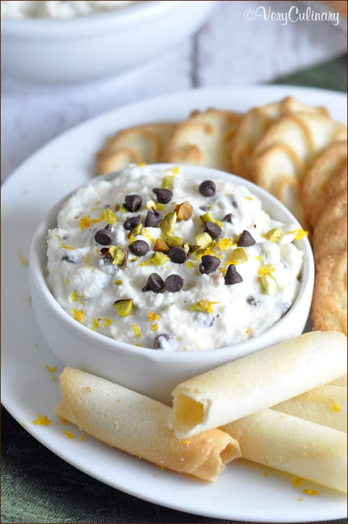 The classic Italian Cannoli dessert gets turned into a quick and easy dip!