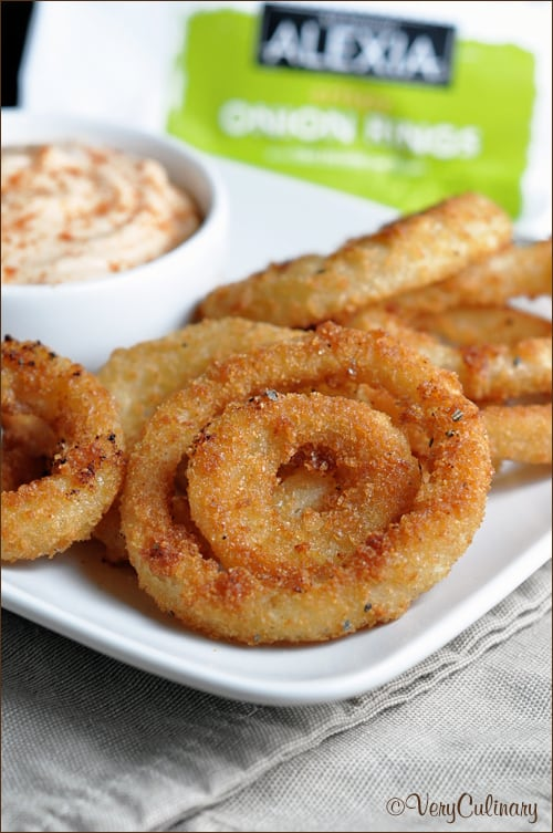 Panko-Coated Onion Rings with Spicy Dip