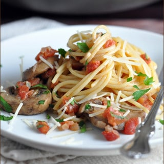 A simple and classic pasta dish, with sweet tomatoes and meaty mushrooms, perfect for a weeknight meal.