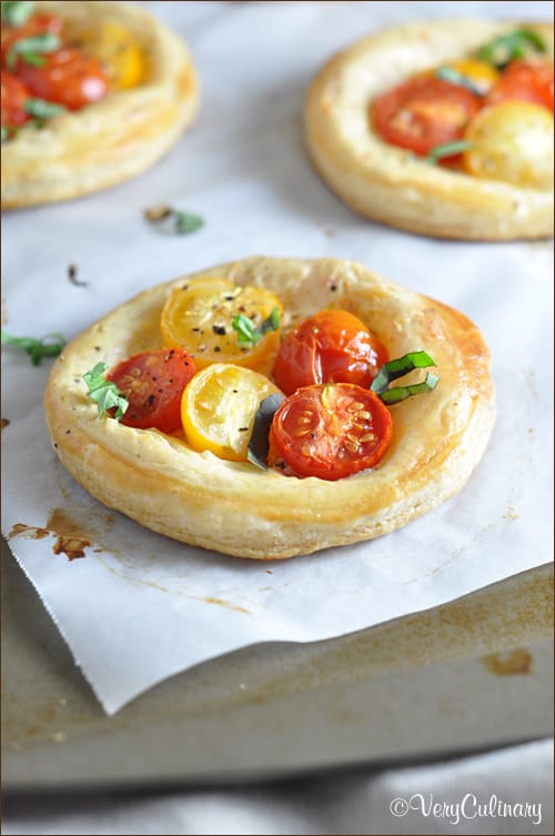 These tomato and basil puff pastry tarts are fresh, light, and ...