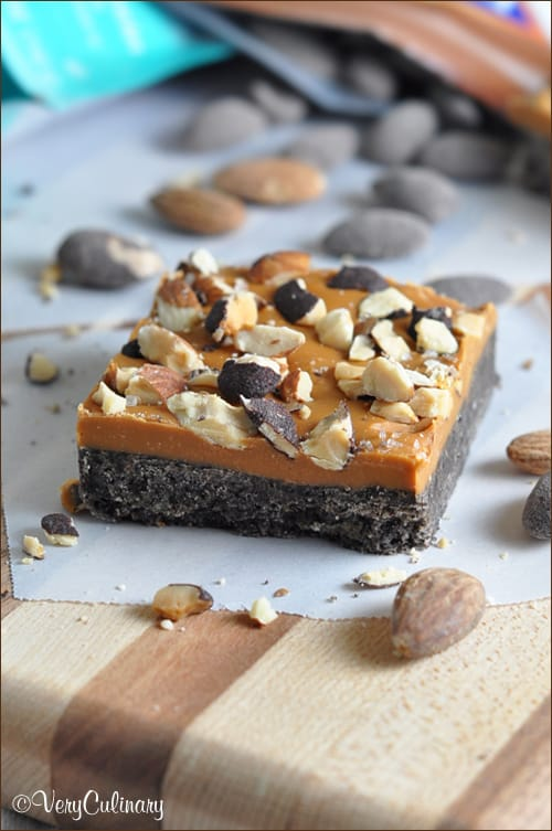 A no-bake Oreo-crusted butterscotch bar sprinkled with sea salt and dark chocolate almonds. Perfect treat for summer or any time! #ad