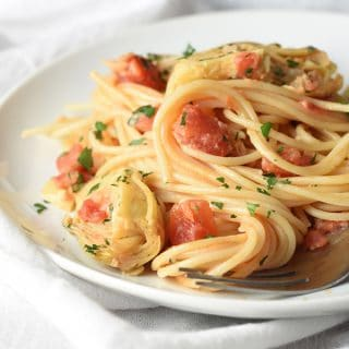 Spaghetti with Tomatoes, Artichokes, and Cream