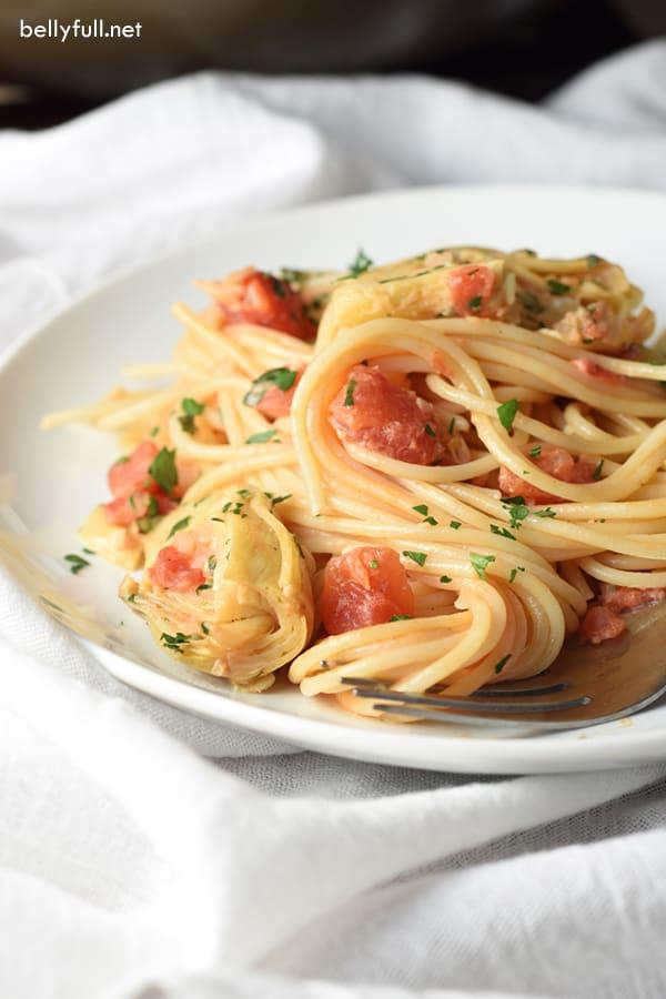 Spaghetti with Tomatoes, Artichokes, and Cream