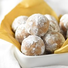 Easy Gingerbread Truffles made with gingersnap cookies, powdered sugar, butter, and cookie butter. Ridiculously good!