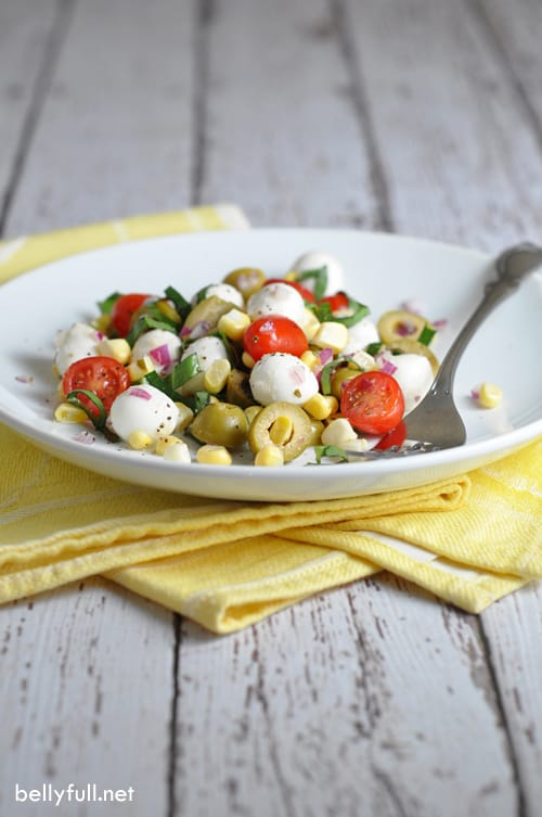 Caprese Corn Salad - no cooking required in this simple and absolutely wonderful salad! Made with sweet tomatoes, salty olives, fresh corn, and tangy vinegar.