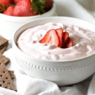 This sweet and silkyStrawberry Shortcake Dipcalls for only 6 ingredients and 10 minutes of prep time. Great for parties!