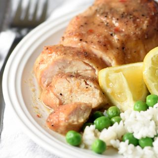 Slow Cooker Italian Lemon Chicken - chicken slow cooks all day in a lemon broth and Italian seasonings. Only 6 ingredients!