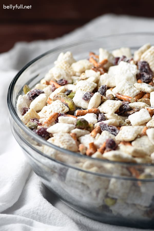 15 minute chex mix muddy buddies with a christmas holiday flair including white chocolate - Christmas Chex Mix White Chocolate