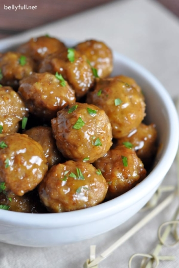 Only six ingredients needed for these delicious sweet, hot and sour cocktail meatballs. A guaranteed hit at your next party!