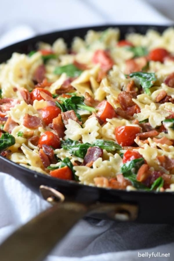 This BLT Pasta is a fun twist on the classic sandwich. Easy and delicious 30 minute meal!