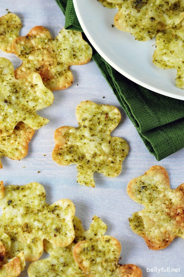 These Shamrock Wonton Crackers are a fun, delicious and healthy 3-ingredient snack for St. Patrick's Day, without any green dye!
