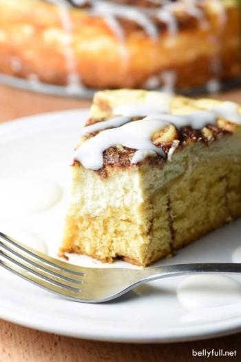 This Cinnamon Roll Cheesecake is the most delicious mash-up when creamy cheesecake and cinnamon rolls collide!