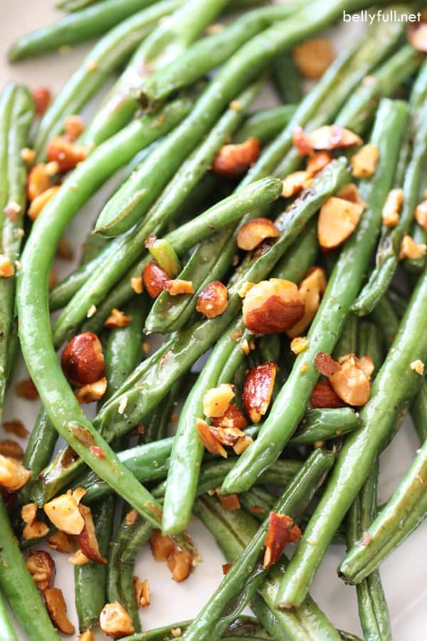 roasted green beans sprinkled with chopped up almonds