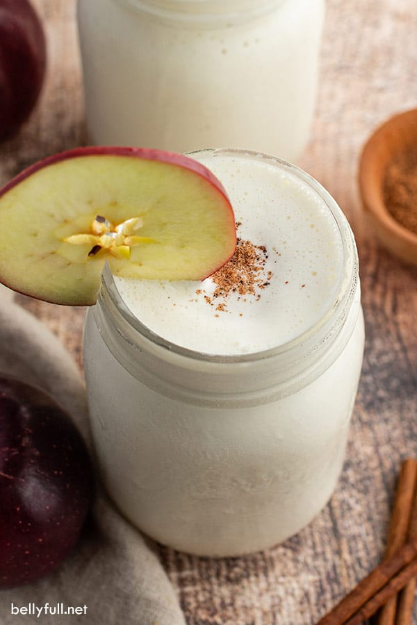 apple smoothie with apple slice and nutmeg as garnish