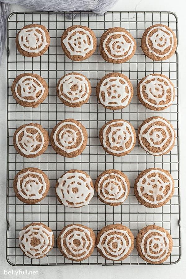 overhead of 20 spiderweb chocolate sugar cookies on cooling rack