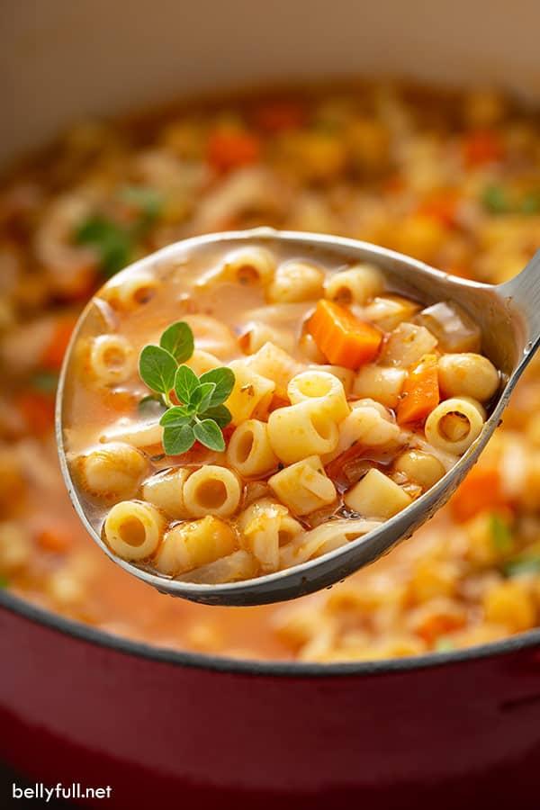 ladle full of pasta e ceci