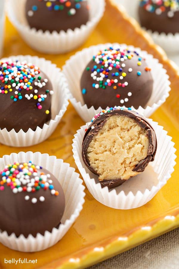chocolate cookie truffles cut in half
