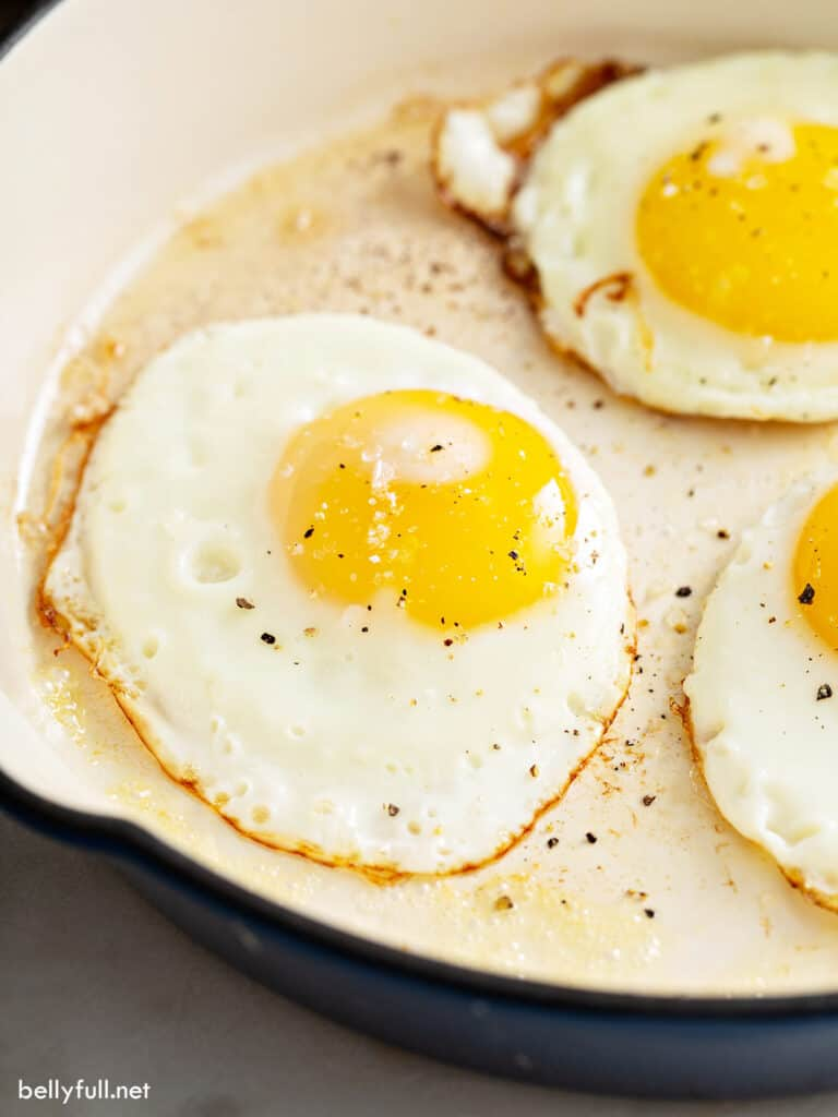sunny side up fried egg in pan