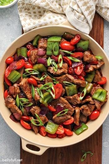 overhead pepper steak stir fry in skillet