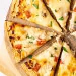 close up sliced chicken alfredo pizza