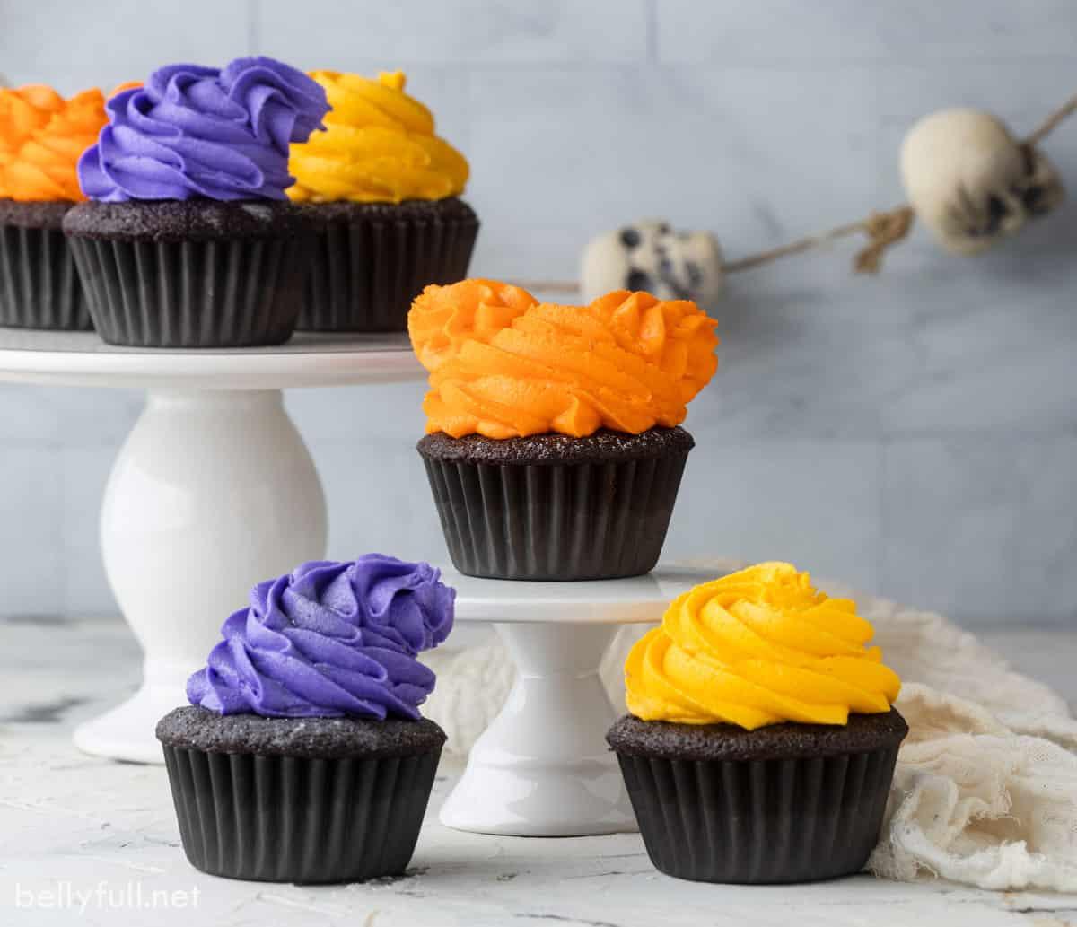 3 Hocus Pocus Halloween cupcakes
