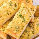 close up slice of garlic bread